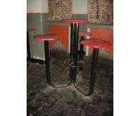 Vendo Bancos de hierro con mesa y 3 asientos