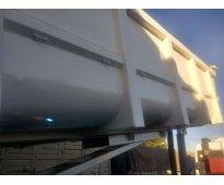 EXCELENTE  Batea Salto 2+1, año 2009 de 27 m3 / CAMION IVECO CURSOR/2000 de 320H...
