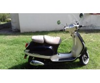 Zanella Styler 150 cc blanca y negra