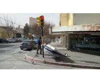 Carteles rotos por tormenta en Laprida