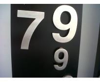 Números de acero inoxidable Av. Alsina