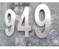 Números de casas en acero inoxidable en calle Bynnon