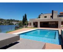 Excelente casa de suma categoria con fondo al lago en alquiler en carlos paz, te...