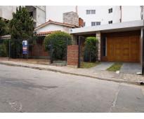 Muy linda casa en venta en villa carlos paz, con pileta con jakuzzi, céntrica. t...