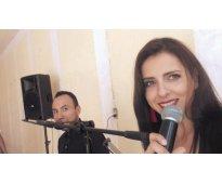 Tecladista para fiestas Posadas Navidad Dueto Cantante mujer y tecladista cantan...