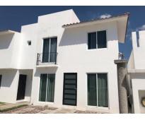 Se vende casa de dos plantas en Irapuato Gto. fracc. Misión