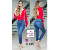 Encanto latino: con el jean perfecto para tì