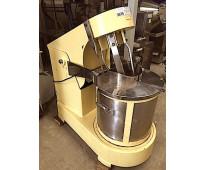Nro. de stock: 3675   batidora pony mixer 100 litros