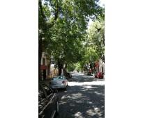 En plena ciudad pero como si fuera un barrio privado, mucho verde y silencio a...