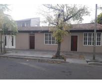 Casa 4 dormitorios, salon apto uso comercial. barrio epa