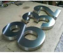 Letras en acero inoxidable números y logotipos en calle mitre
