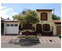 Excelente casa de nivel en 2 plantas- villa hipodromo- godoy cruz.