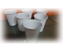 Venta de gran variedad de vasos descartables.