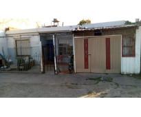 Vendo 1 terreno con 2 casas a 4 cuadras de cancha de quilmes y 2 cuadras de poli
