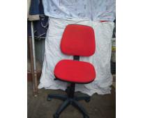 Silla de escritorio de pc y  oficina con ruedas  muy buen precio