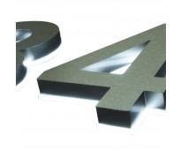 Números y letras de acero en dr. melo