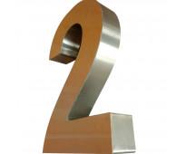 Números y letras de acero en ministro brin