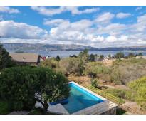 Muy linda casa en venta en lago azul, barrio privado, con vistas al lago y sierr