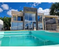 Excelente casa en venta en villa carlos paz, 2 dormitorios, pileta, vista panorá...