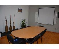 Oficinas físicas con acceso a sala de juntas.