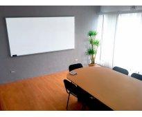 Sala de juntas equipada ideal para tus reuniones