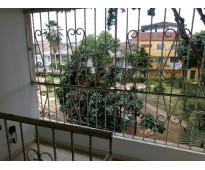 Alquilo bonito apartamento en tercer piso en el barrio calipso