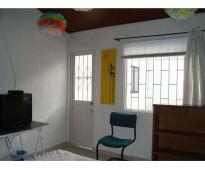 Acogedora habitación en excelente sector a minutos del portal norte